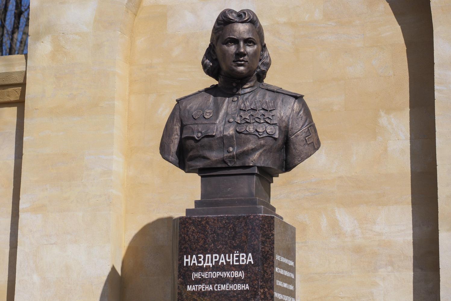 В Ставрополе открыли бюст полному кавалеру Ордена Славы Матрене Наздрачевой