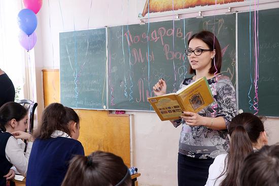 ВДень Махачкалы учителю года вДагестане подарят квартиру отРамазана Абдулатипова